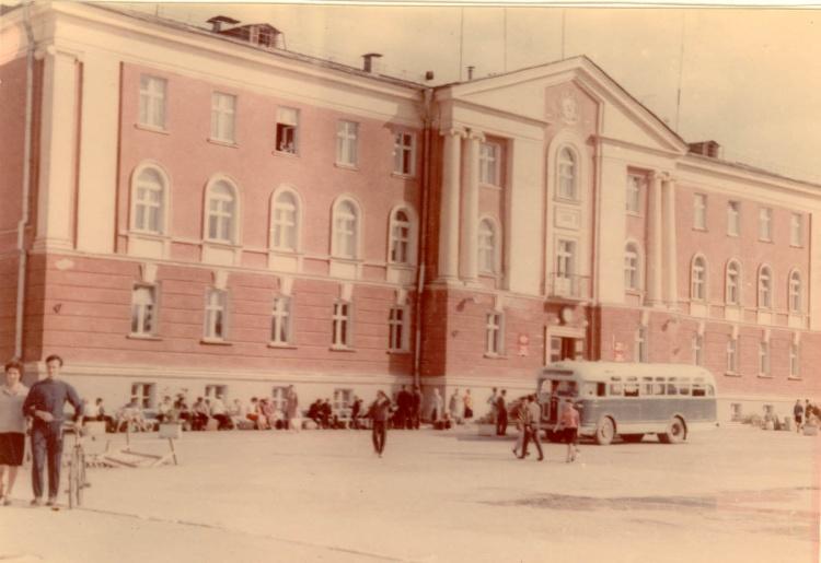 В 1977 г – универмага узла связи в 1982 г
